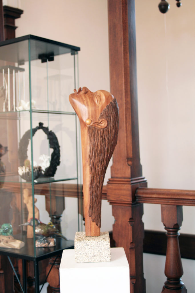 sculpture bois design château de bressuire asso la poterie de st porchaire